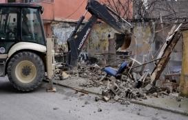 Akdeniz'de tehlikeli binalara yıkım kararı!