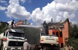 Bingöl'deki metruk bina yıkıldı!