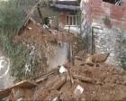 Malatya'da metruk bina çöktü!