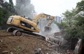 Kartal Belediyesi, metruk binaların yıkımına devam ediyor!