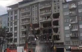Malatya'daki Yağmur Apartmanı yıkılırken çöktü!