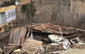 Adana Feke'de yol çöktü: 1 ev yıkıldı!