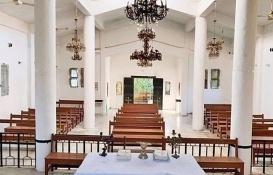 Teröristlerin yıktığı Ermeni Klisesi'ni Türkiye onardı!