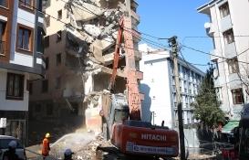 Esenler'de 7 katlı bina yıkıldı!