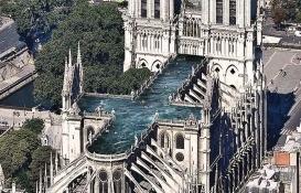 850 yıllık Notre Dame'ye havuzlu çatı önerisi!