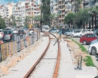 İzmir'de tramvay projesi nedeniyle aydınlatma direkleri söküldü!