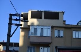 Bursa Osmangazi'deki kaçak çatı katı yıkıldı!