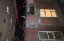 Bahçelievler'de yıkım kararı olan binanın balkonu çöktü!