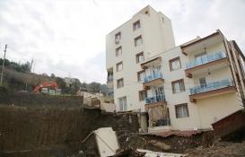 Manisa'daki inşaatın temel kazısında 5 katlı apartman hasar gördü!