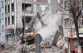 Malatya Yağmur Apartmanı'ndaki bilinçsiz yıkım 2 binaya hasar verdi!