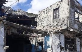 Karaman Ermenek'te tehlike saçan binalar yıkılıyor!