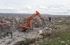 Elbistan'daki metruk binalar yıkılıyor!