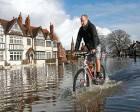 Thames nehri taştı İngiltere su altında kaldı!