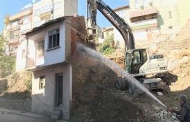 Kocaeli Körfez'de 150 metruk bina yıkıldı!