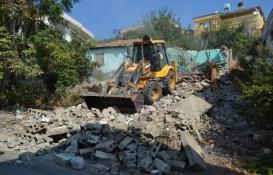 Hatay Kırıkhan'da metruk binalar yıkılıyor!