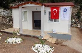 Antalya Büyükşehir'den barakada yaşayan aileye yeni ev!