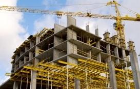 Konya'da 35 metre yükseklikte mahsur kalan inşaat işçisi kurtarıldı!