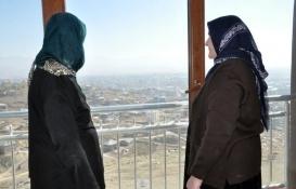 Yüksekova'da terör mağduru aileler evlerine kavuştu!