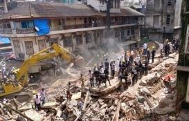 Hindistan'da 4 katlı bina çöktü: 2 ölü, 3 yaralı!