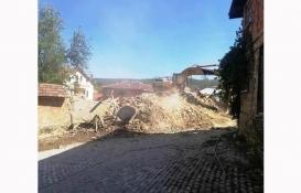 Kütahya Hisarcık'taki 6 metruk bina yıkıldı!