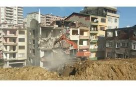 Rize'de riskli iki bina yıkıldı!