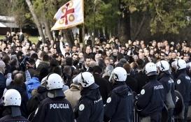 Karadağ'daki yeni emlak yasası Ortodoksları sokağa döktü!