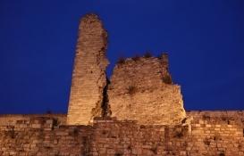 Tarihi İstanbul surları depremde ikiye yarıldı!