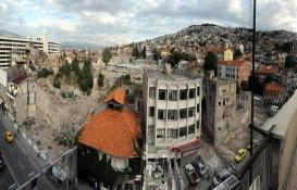 Agora'yı kuşatan çarpık yapılar yıkıldı!
