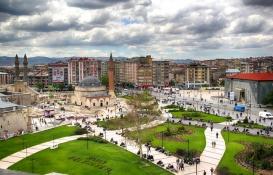 Sivas'ta 4.9 milyon TL'ye satılık konut imarlı 2 arsa!
