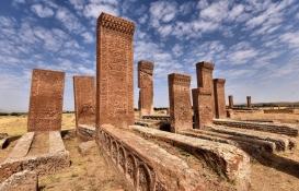 Ahlat'taki tarihi yapılar karekod ile tanıtılacak!