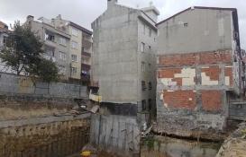 Bağcılar'da çökme riski olan bina boşaltıldı!