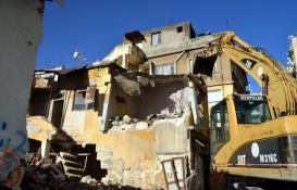 Akdeniz'de metruk binalar yıkılıyor!