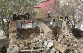 Bitlis'teki metruk binalar yıkılıyor!