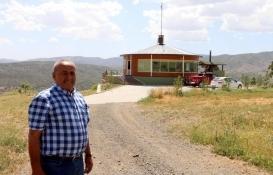 Erzincanlı iş adamı arazilerini izlemek için dönen ev yaptı!