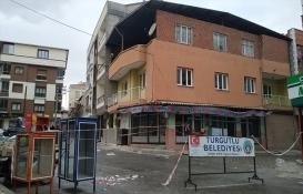 Manisa'da yıkılma tehlikesi bulunan bina boşaltıldı!