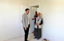 Sivaslı yaşlı çifte imece usulüyle ev yapıldı!