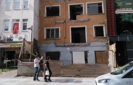 İzmit Kadıköy'deki harabe yapı yıkıldı!