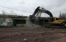 Kartepe'de iki metruk bina yıkıldı!