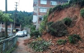 Rize'de sağanak yağış nedeniyle 4 bina boşaltıldı!