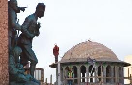 Taksim Camii'nin inşaatında çalışan işçiler saygı duruşuna geçti!
