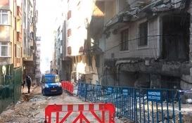 Bahçelievler'de çöken binanın olduğu sokaktaki 3 binanın mührü kaldırıldı!