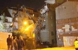 Bağcılar'daki riskli bina yıkıldı!