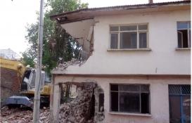 Osmangazi'de metruk binalar tek tek yıkılıyor!
