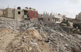 İsrail Batı Şeria'daki binaları yıkıyor!
