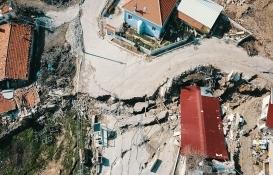 İzmir'de toprak kayması sonucu 12 ev tahliye edildi!