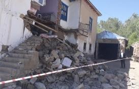 Van Gürpınar'da bazı evler hasar gördü!