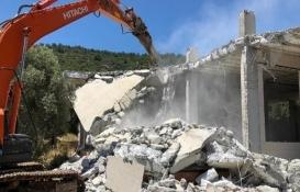 Muğla'da Molla İbrahim Koyu'ndaki kaçak yapı yıkıldı!