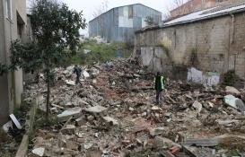 Kartal'da2 katlı metruk bina yıkıldı!