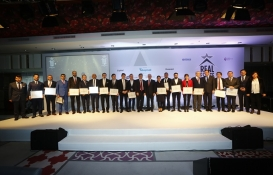Gayrimenkul sektörüne yön verenler Real Estate Stars'da ödüllerini aldı!