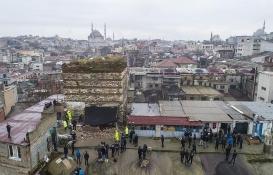 Tarihi Sağır Han'ın üstündeki iki kaçak yapı yıkıldı!